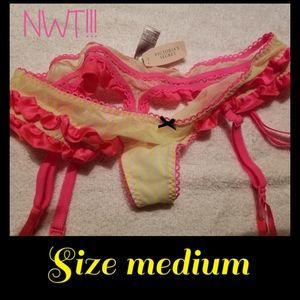☆SOLD☆NWT VS Thong Size Medium